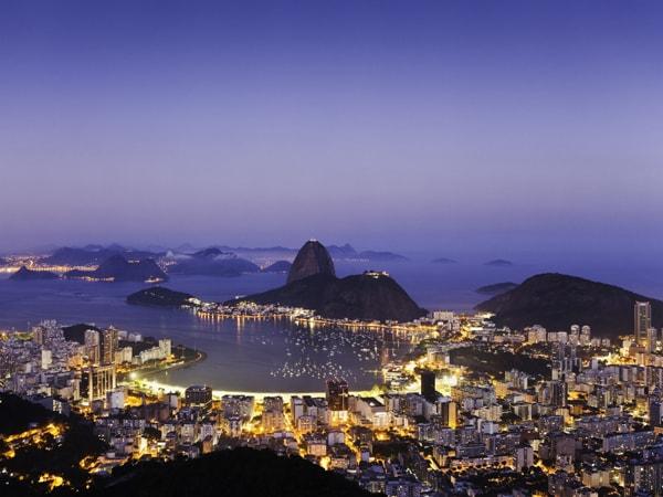 山と海が描き出す美景を愛でつつリオ五輪に思いを馳せる   今日の絶景